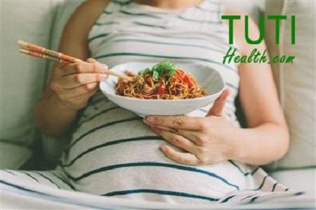 Những thành phần trong mì tôm có thể gây hại đến sức khỏe mẹ bầu