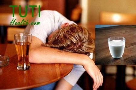Chống say rượu bằng cách uống sữa