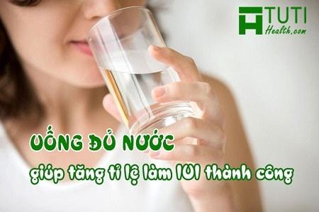 Uống nhiều nước - kinh nghiệm các mẹ làm IUI thành công chia sẻ