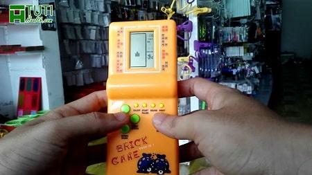 Máy chơi game cầm tay Brick game - Món đồ chơi tuổi thơ dữ dội chỉ rich kid mới có