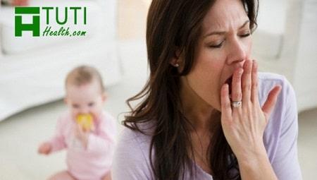 Phụ nữ sau sinh yếu đi phần nhiều là do thiếu ngủ