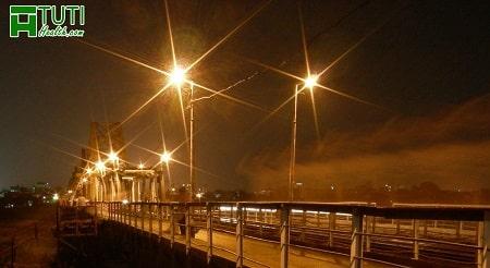 Ở Hà Nội khi buồn nên đến cầu Long Biên