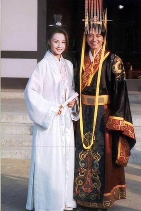 2 Nhân vật Lưu Bệnh Dĩ và Hoắc Thủy Tiên trong Ô Long Thiên Tử 2001