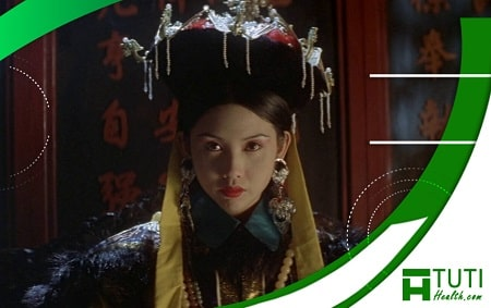 Khâu Thục Trinh vào vai Từ Hy thái hậu trong Đoạn Tình Từ Hy (1995)