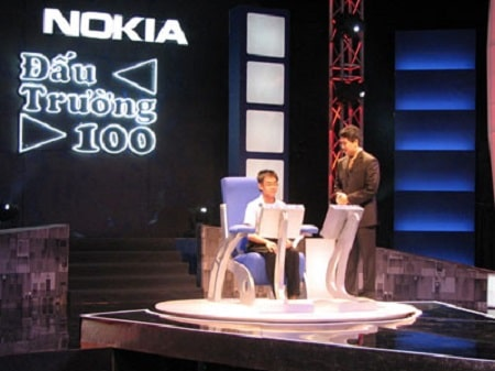 Đấu trường 100 - Gameshow kiến thức rất được đầu tư và kịch tính, khi người chơi chính phải đối đầu với 100 người cùng chơi đáng gờm